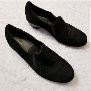 Clarks Black Leather Shoes with slight heel sz 10